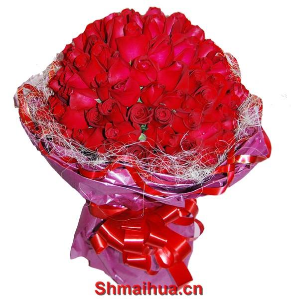 海枯石烂-花束:99枝红玫瑰,红色丝带围边。深红色皱纹纸多层圆形无角包装,深红色缎带。