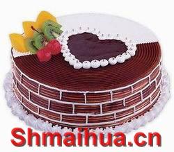 甜蜜情人-规  格:8寸/2磅 巧克力蛋糕,香浓可口,心之细语 巧克力围边,鲜奶裱花中灌巧克力浆,水果、布丁夹层(以实物为准)